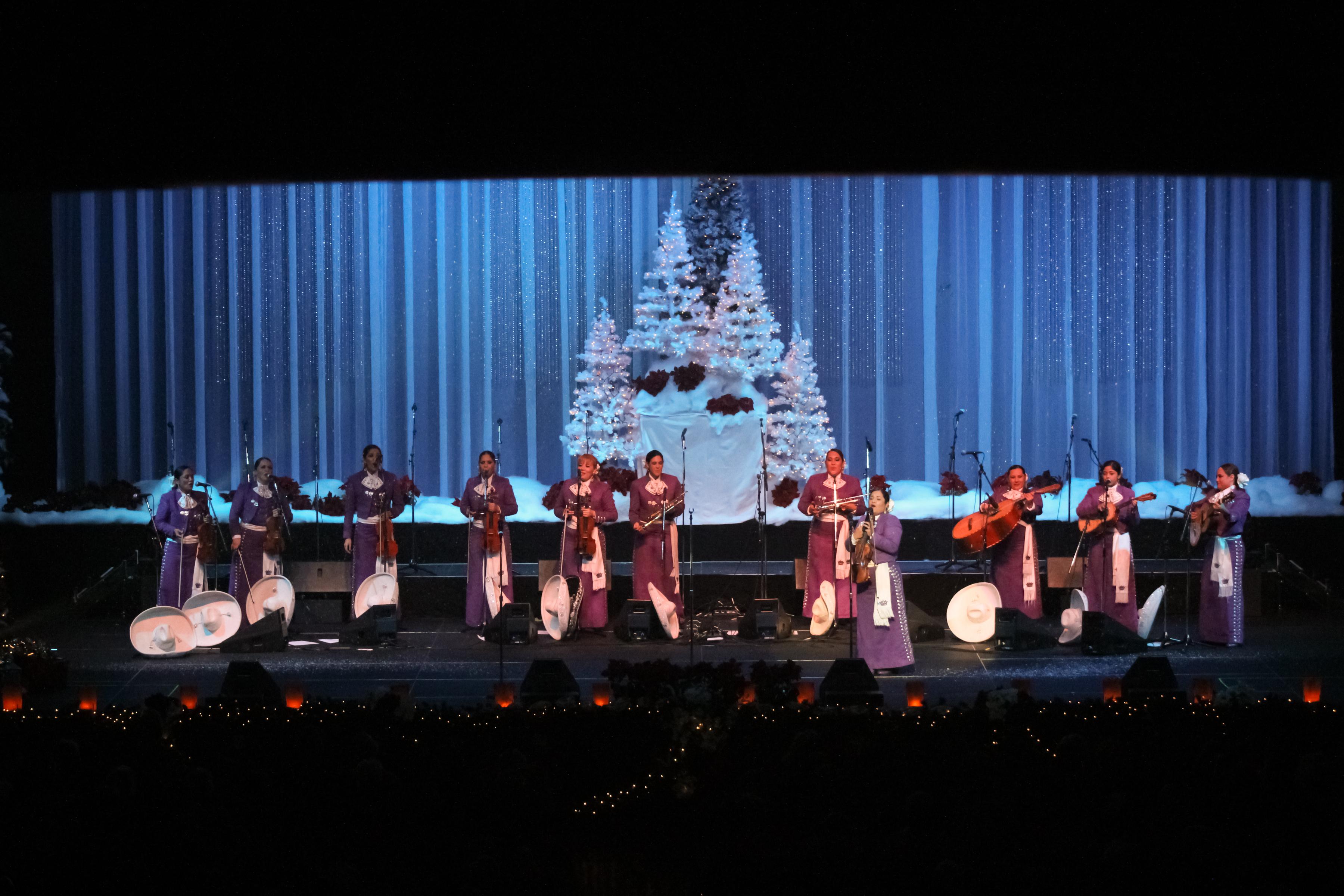 Mariachi Reyna - Navidad Mexicana - Publicity Images
